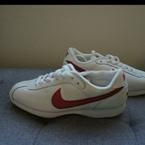 Super cute vintage style Nike. Only worn once